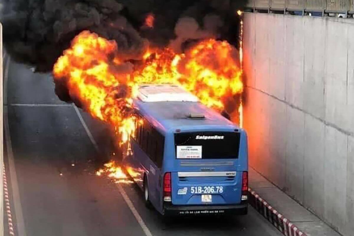 ホーチミン12区で路線バスが炎上、けが人はなし