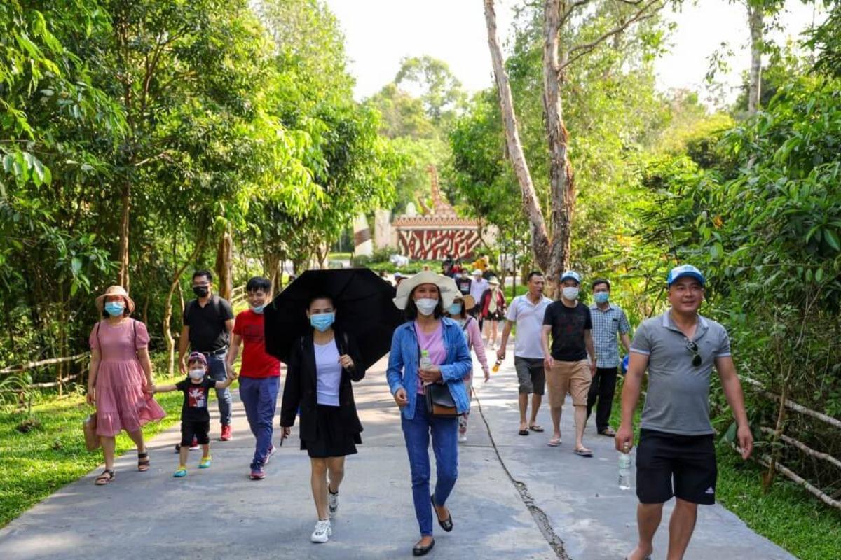 フーコックが国内観光客で混雑、国内コロナ収束で観光需要戻る