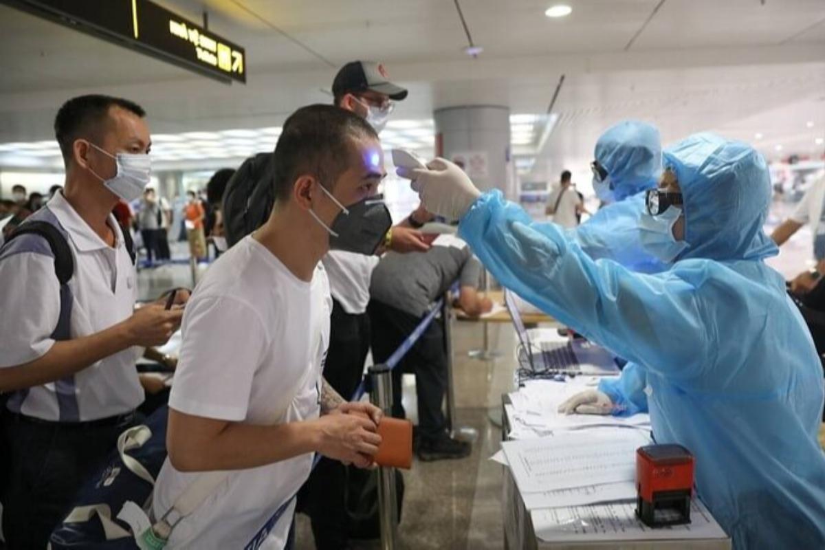 ホーチミン:空港職員・隔離施設職員へのワクチン接種要請
