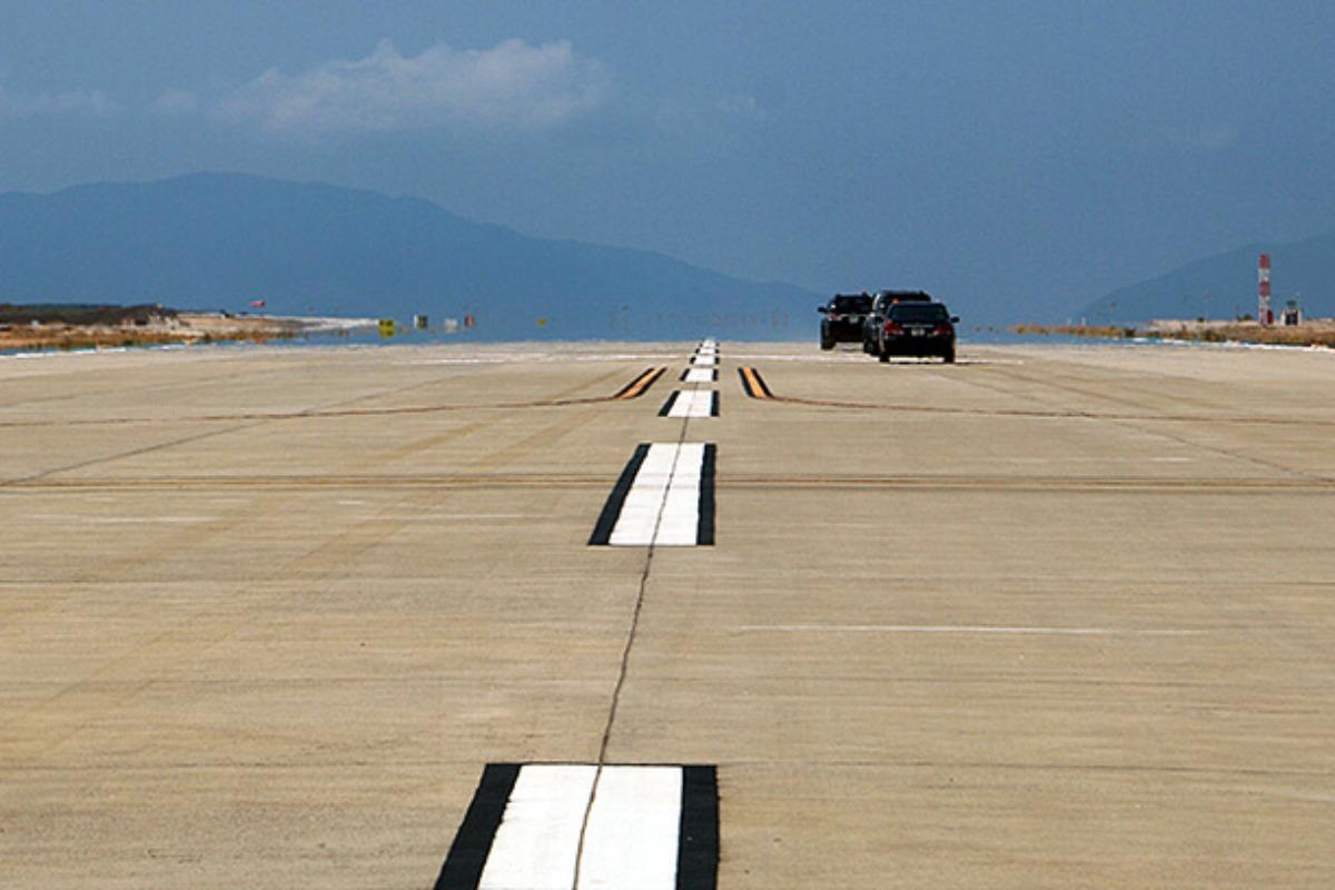 滑走路に犬が侵入、カムラン空港で着陸に遅れ