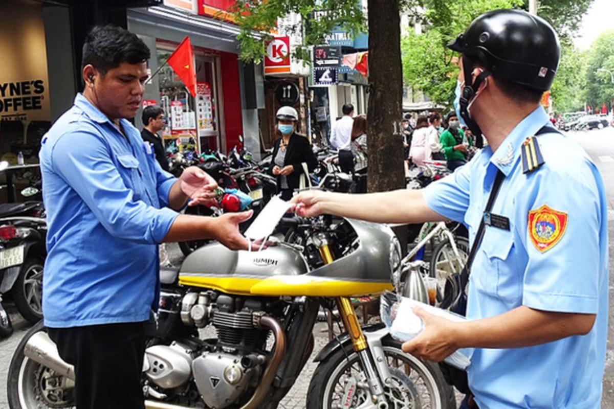 ホーチミン市、マスク着用しない市民に罰金 1日で計12万円