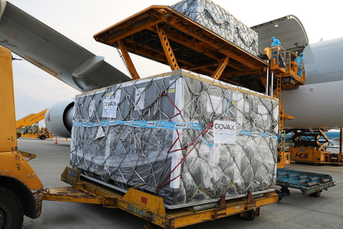 コロナワクチン170万回分がベトナム到着:COVAX第2便