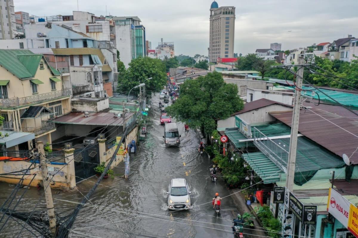 ホーチミンで豪雨、中心部では8時間にわたり冠水