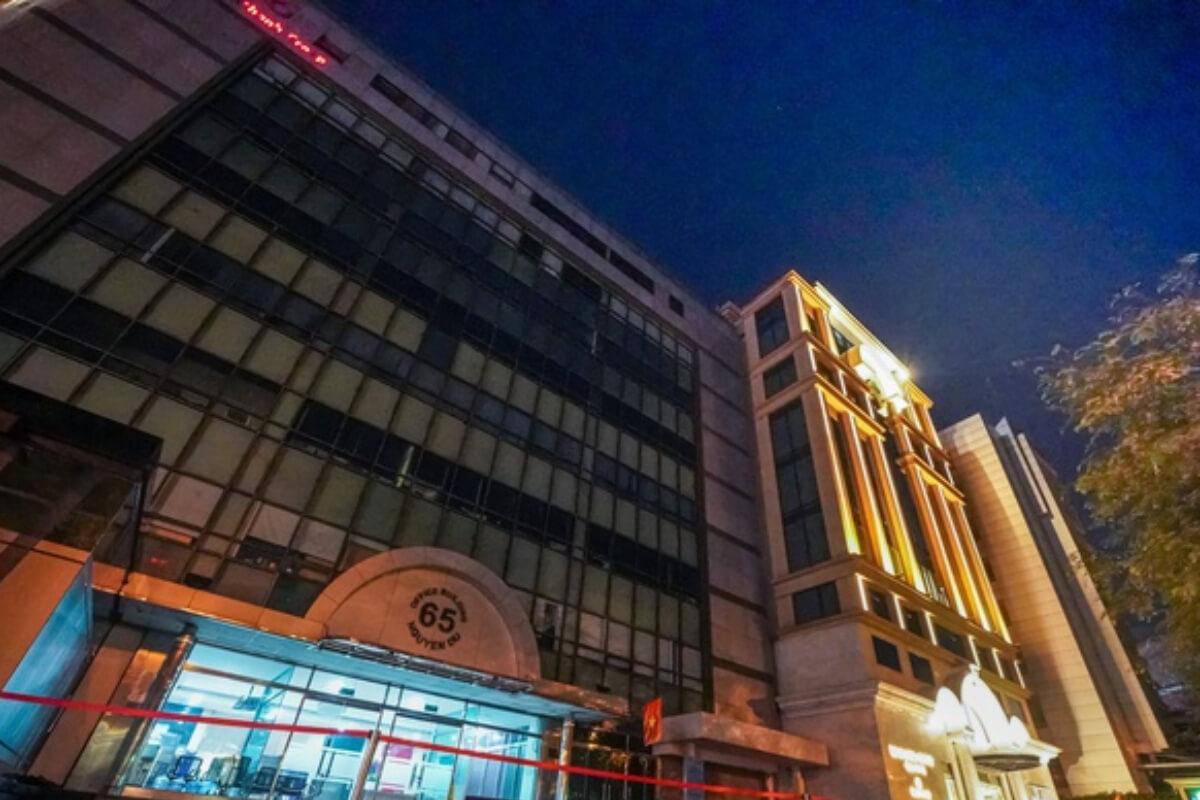 サイゴン大聖堂前のオフィスビルが封鎖、陽性者確認 クラスター関連