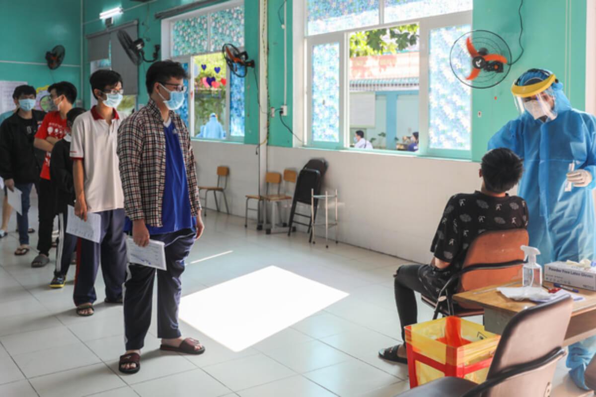 ベトナム:新型コロナ感染者328人を確認 5日朝発表