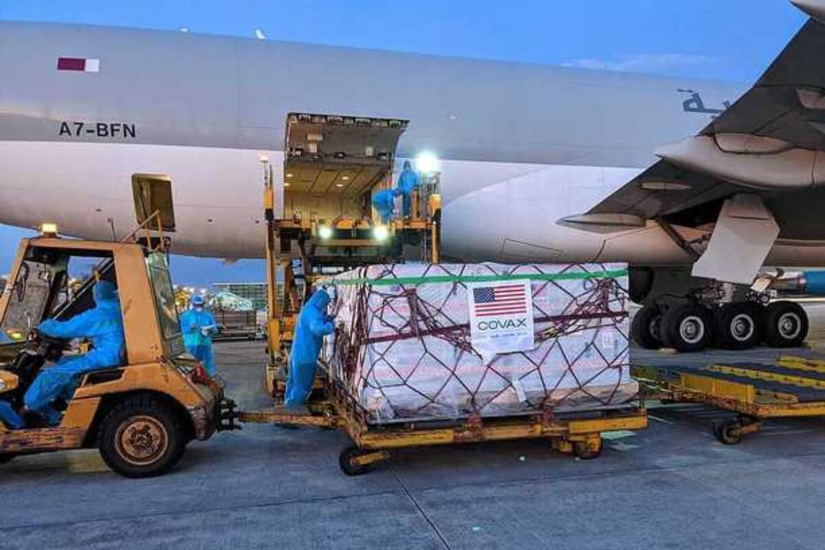 モデルナ製ワクチン200万回分がベトナム到着、アメリカから支援