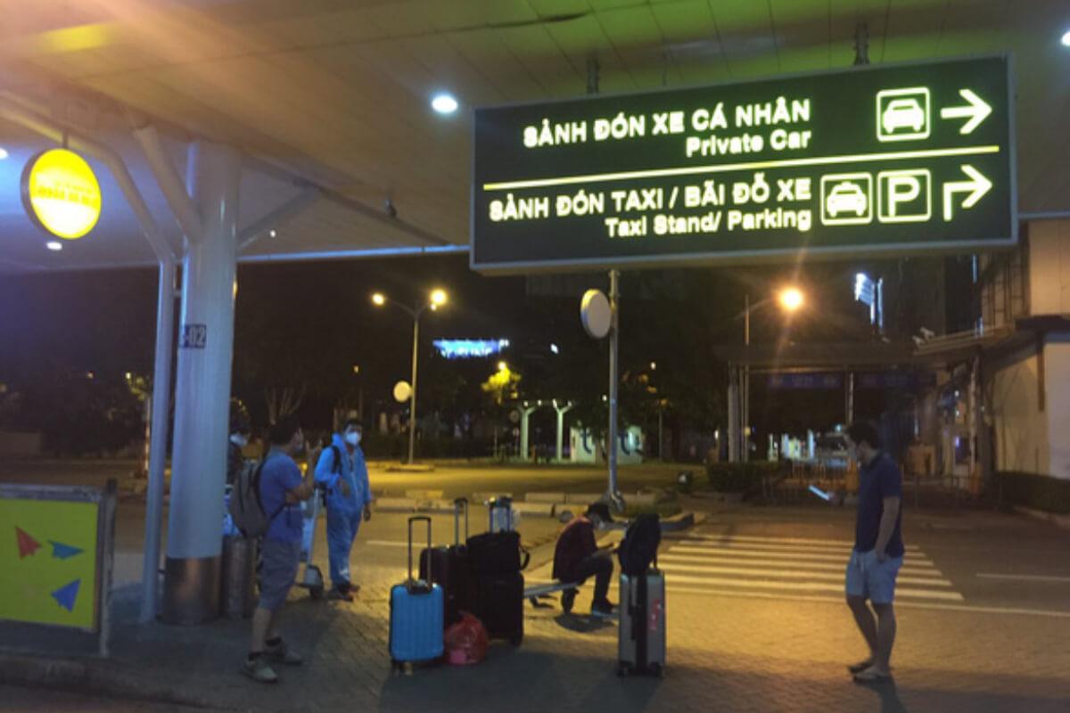 外出制限でホーチミン到着の国内線乗客が空港で足止め、帰宅できず