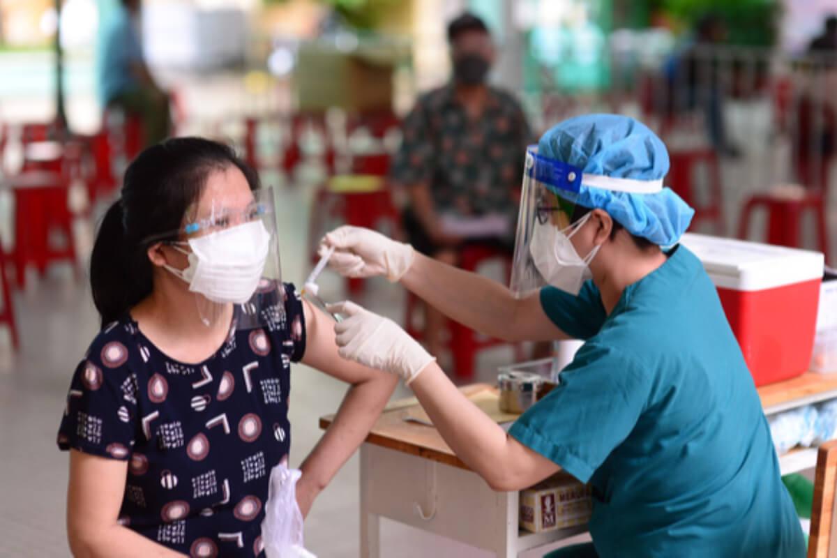 ベトナム:感染者1万583人、第4波で計64万人超 15日夜発表