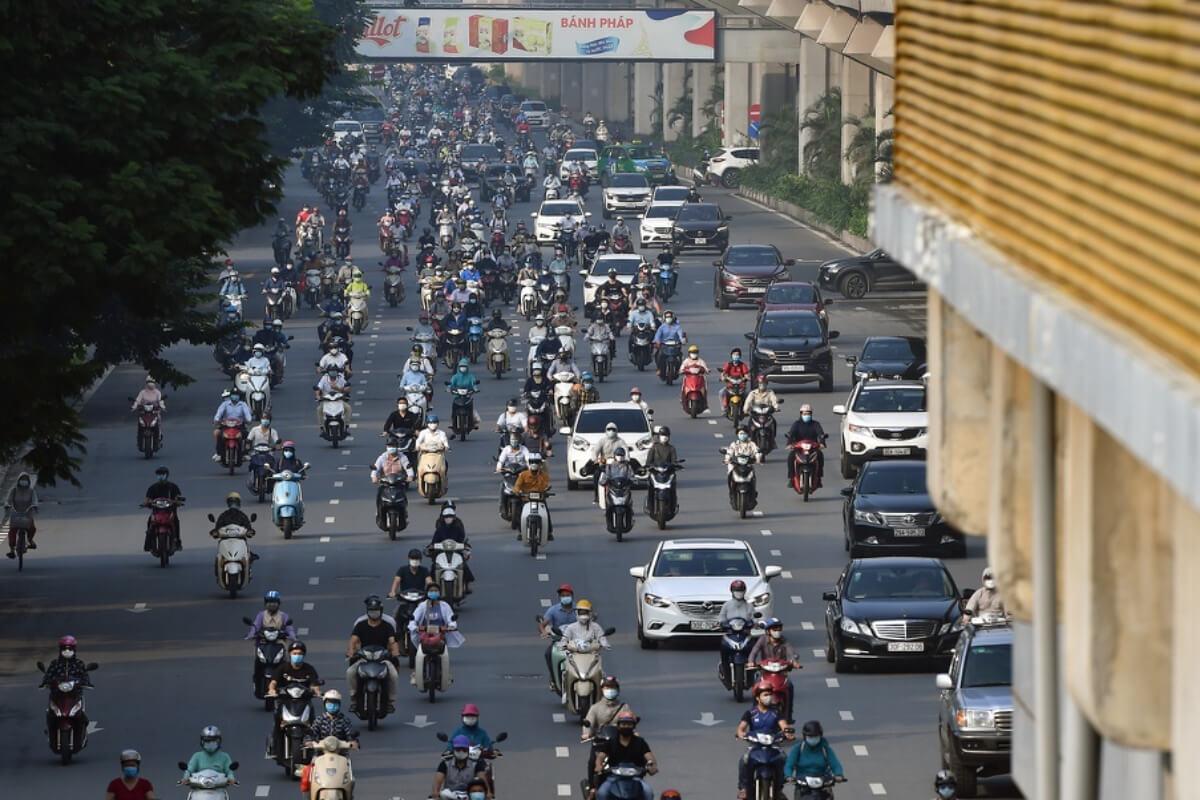 ハノイの社会隔離緩和初日、市内各所で交通量・人流増加