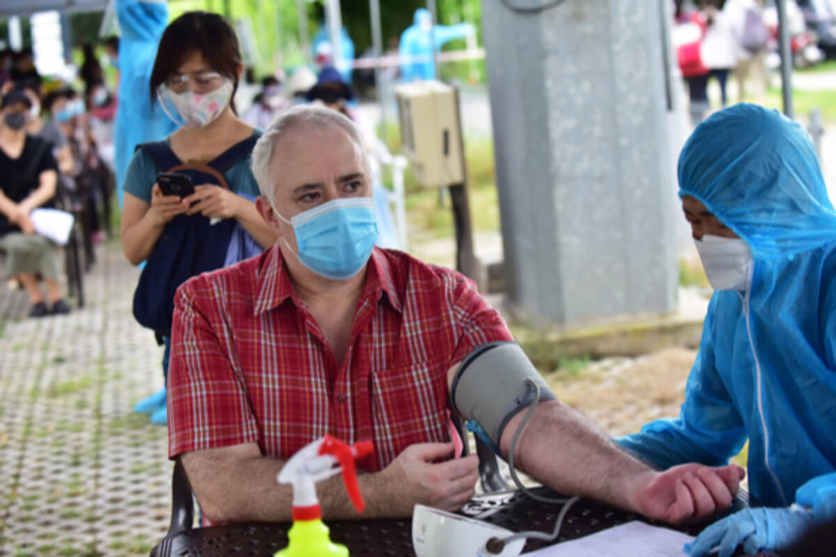 ホーチミン市保健局、市内居住の外国人へのワクチン接種の推進を要請