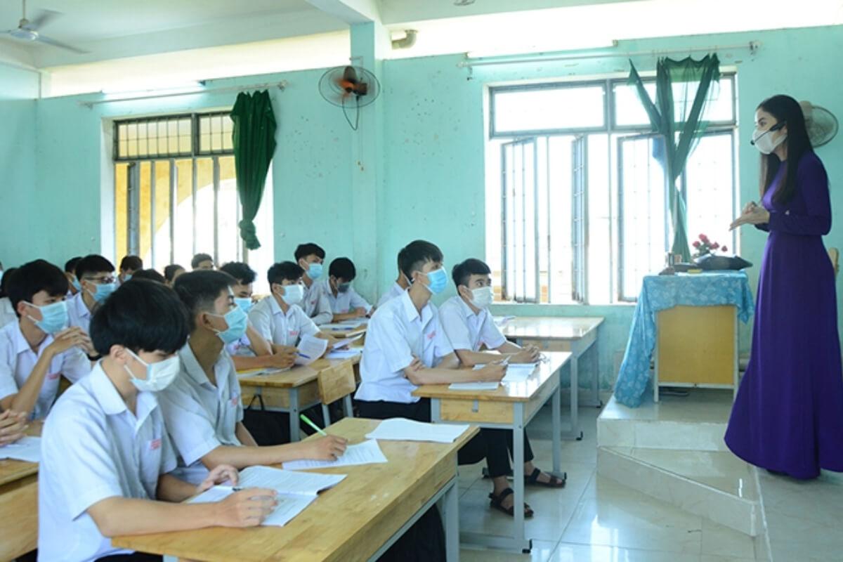 ベトナム25省・市で学校再開へ
