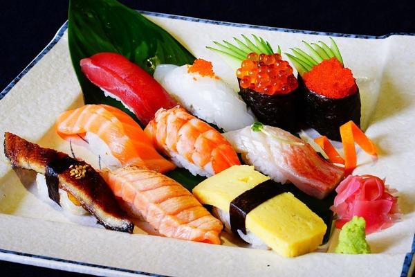 毎週日・月曜日限定!お寿司食べ放題49万9000ドン!