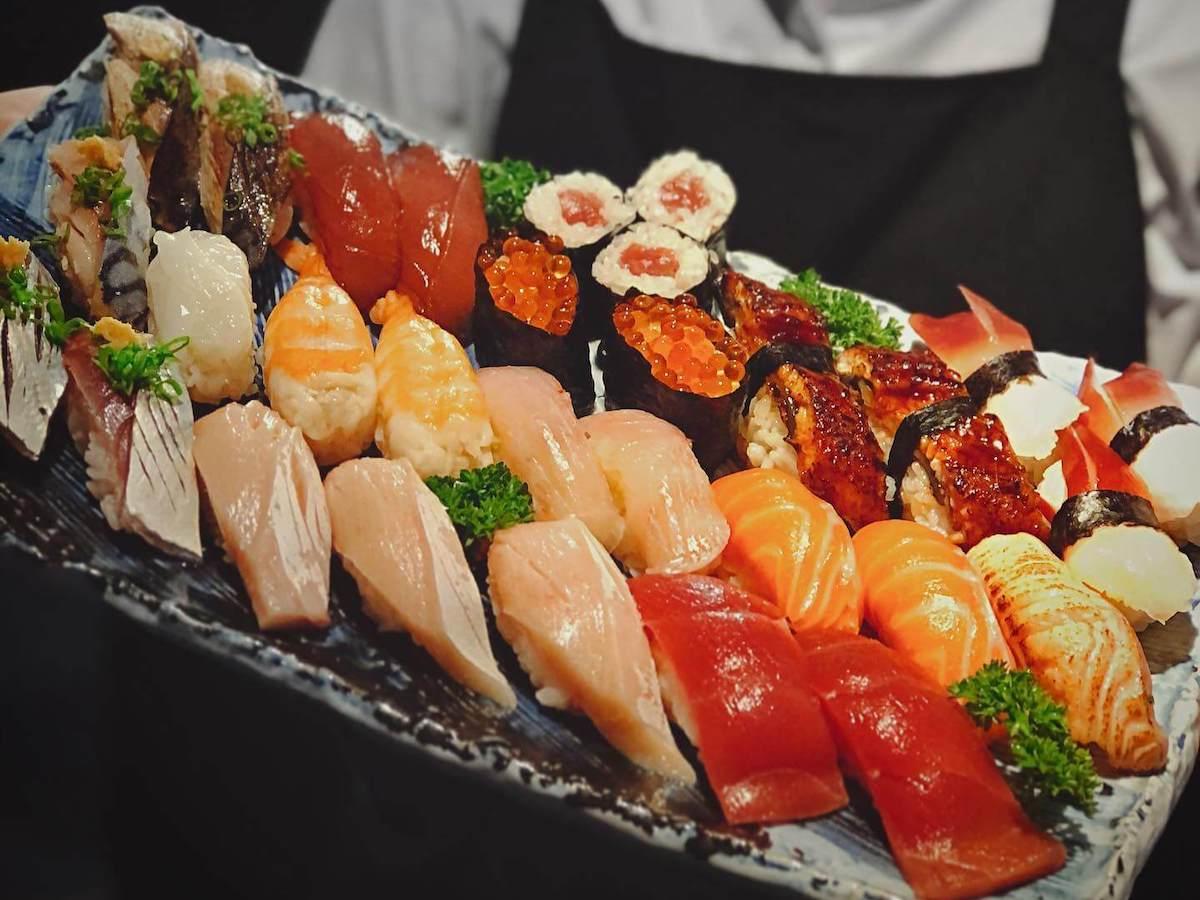 ホーチミン・えびすの寿司食べ放題!
