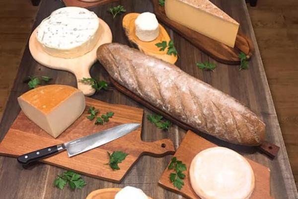 ファブリック,洋食,ステーキ,チーズ,サラダ,デリバリー
