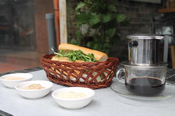 Le Banh Mi Cafe and Baguette